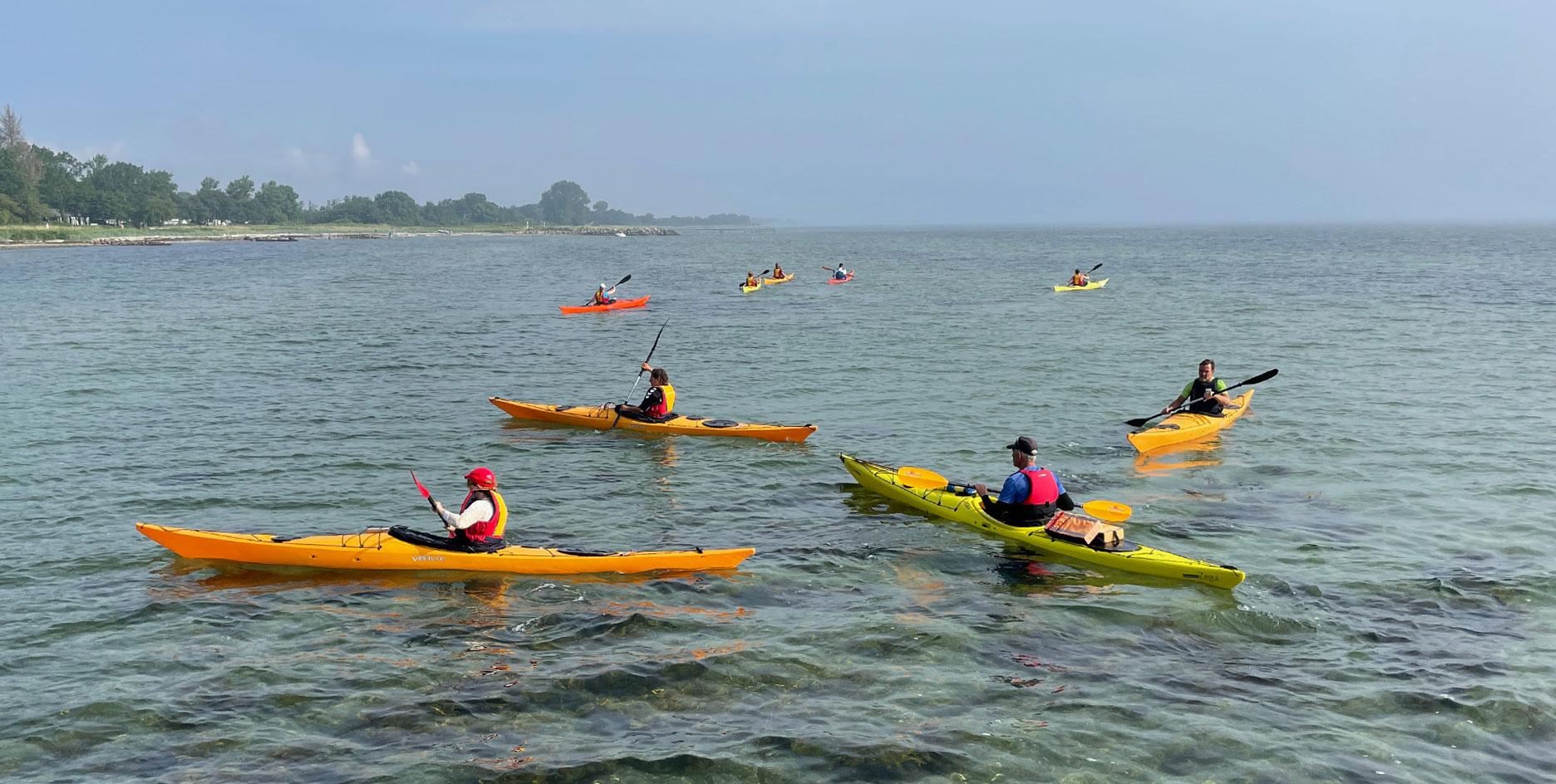 Kajak-ved-Hou-strand_Hou Maritime Familiehøjskole